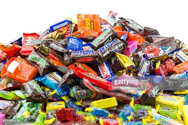 Cincinnati%2C+USA+-+October+4%2C+2012%3A++Large+messy+pile+of+wrapped+popular+candy+against+a+white+background.++Candy+includes+Kit+Kat%2C+Almond+Joy%2C+Snickers%2C+Reeses%2C+Nerds%2C+Gobstoppers%2C+M%26amp%3Bamp%3Bamp%3BMs%2C+Milky+Way%2C+Jolly+Ranchers%2C+Nestle+Crunch%2C+Sweet+Tarts+and+Butterfingers.