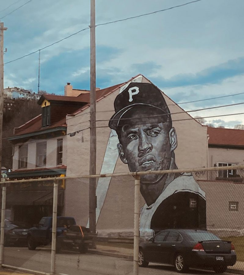 A+black+and+white+mural+of+former+Pittsburgh+Pirate%2C+Roberto+Clemente.