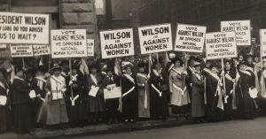 https://commons.wikimedia.org/wiki/File:Suffragists_Protest_October_1916_276015v.jpg?scrlybrkr=f266732e